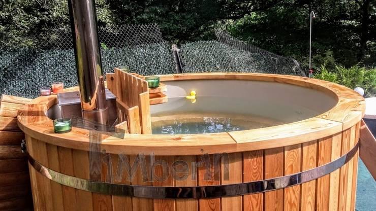 Kunststof hottub met met massagesysteem + 2 led:   door TimberIN hot tubs en sauna's , Scandinavisch