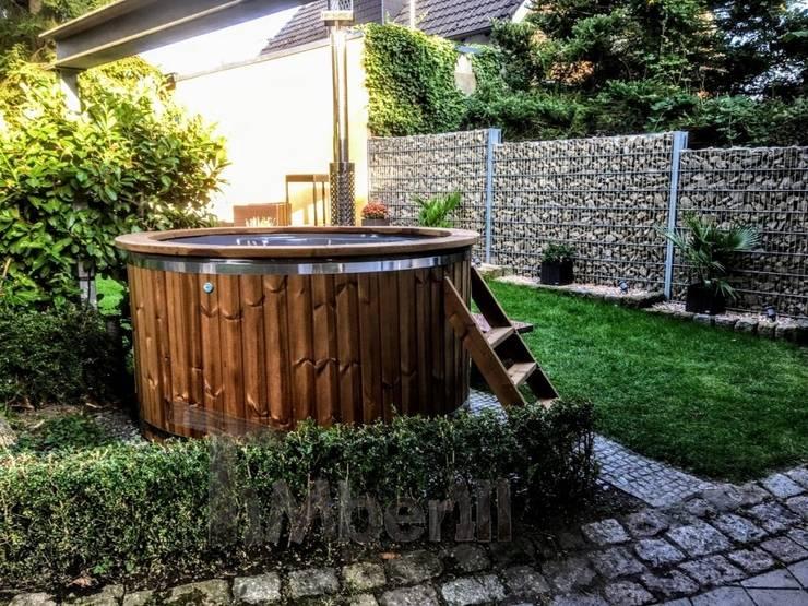 Hottub Jacuzzi met elektrische kachel:   door TimberIN hot tubs en sauna's , Scandinavisch