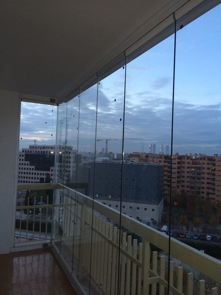 Cortinas de Vidrio en Madrid: Hogar de estilo  de Acristalamientos Madrid