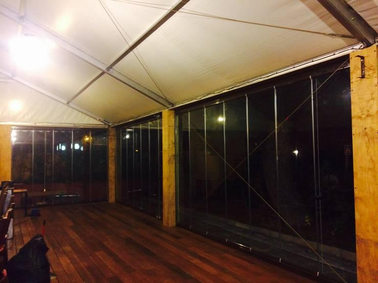Cerramiento de Local en Alpedrete: Oficinas y tiendas de estilo  de Acristalamientos Madrid