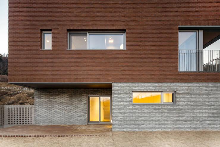 사룡리 아름이네 집: 서가 건축사사무소의  주택,