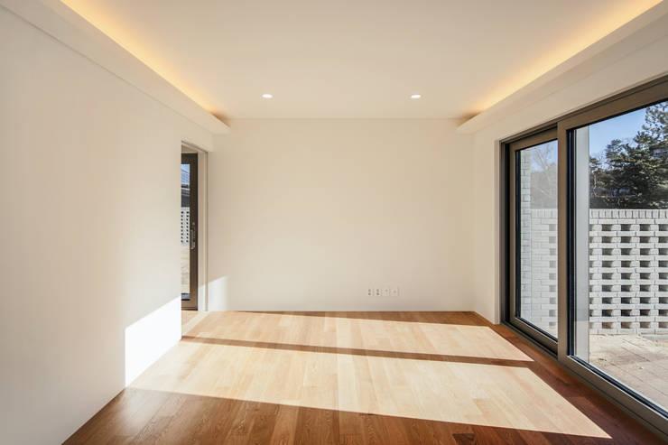 사룡리 아름이네 집: 서가 건축사사무소의  베란다,