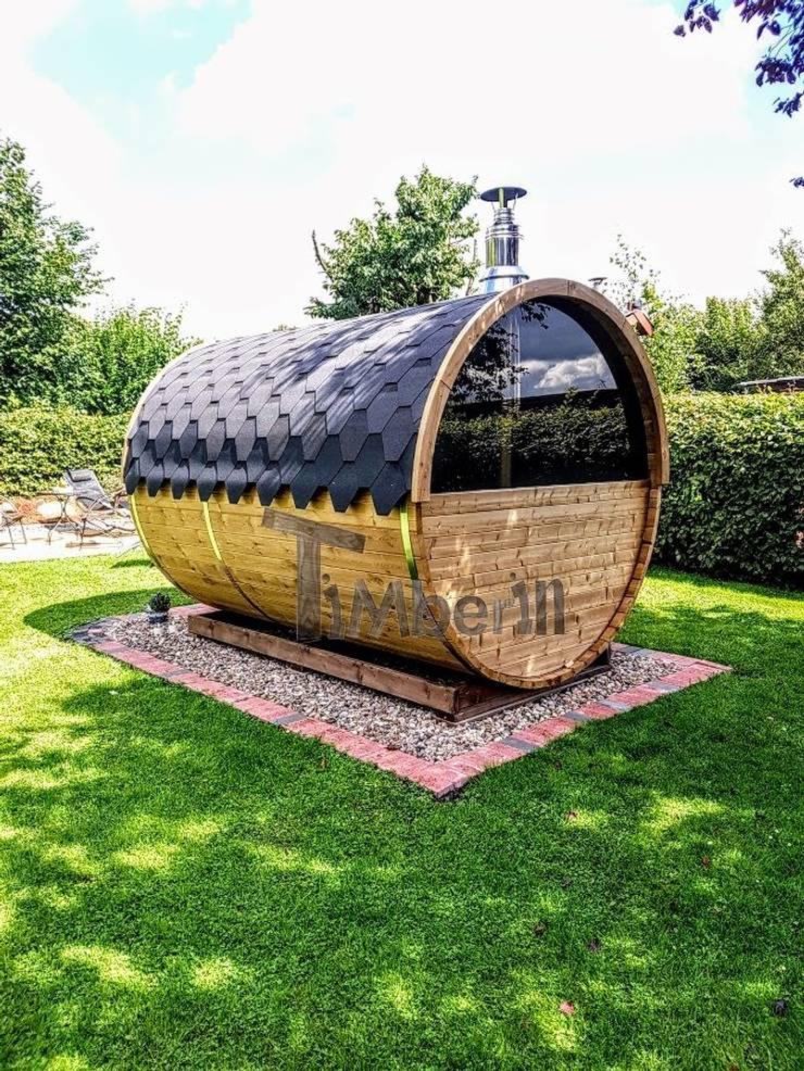 Buitenbad sauna met aanhanger kleedkamer en Harvia oven:  Spa door TimberIN hot tubs en sauna's