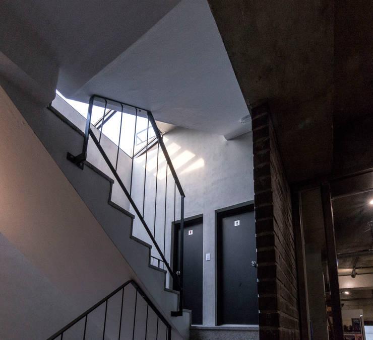 근린생활시설 단독주택: 집으로의  계단