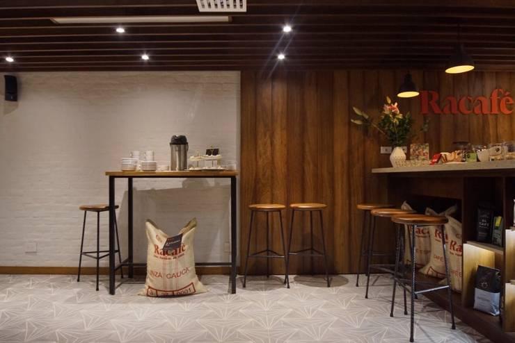 Pusat Eksibisi oleh AMR ARQUITECTOS, Modern