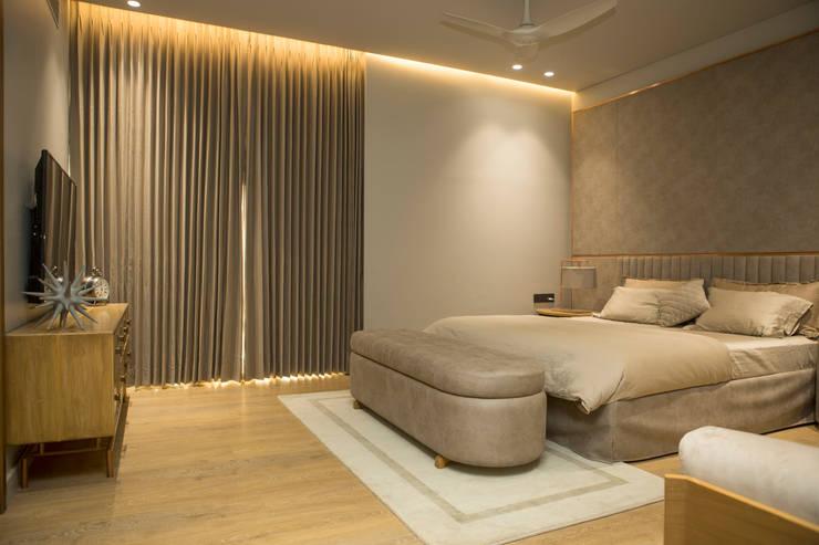 Bedroom 1: modern Bedroom by DESIGNER'S CIRCLE