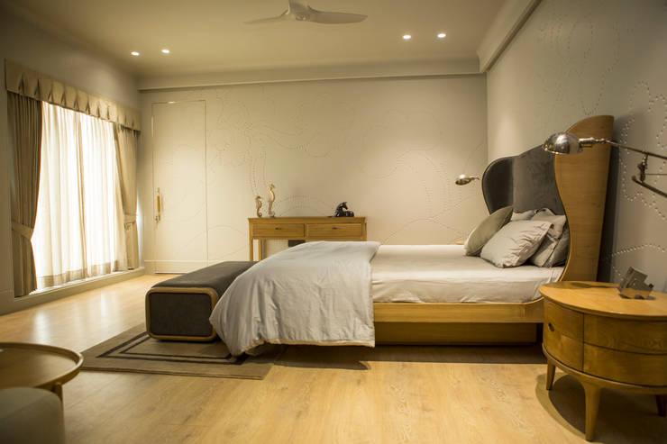 Bedroom 2 : view 1: modern Bedroom by DESIGNER'S CIRCLE