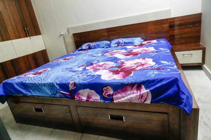 Mr. KoteshwarRao Uppal: modern Bedroom by Ghar Ek Sapna Interiors