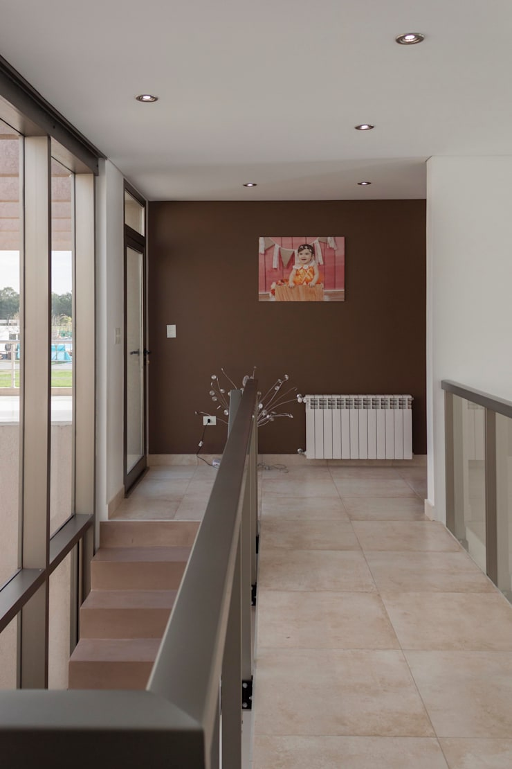 Obra Los Naranjos Canning: Pasillos y recibidores de estilo  por Estudio MLP,