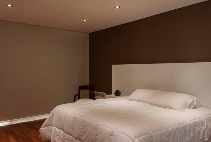 Obra Los Naranjos Canning: Dormitorios de estilo  por Estudio MLP,