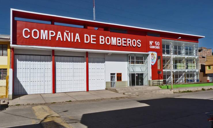Estación de Bomberos en Sicuani:  de estilo  por CARLOS SOTO ARQUITECTO