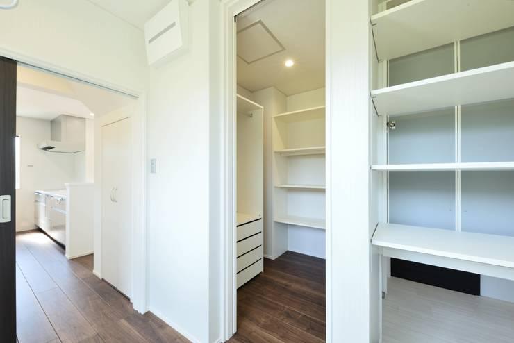 奥様が喜ぶ完璧家事動線の長期優良住宅: 株式会社JA建設エナジーが手掛けたサンルームです。