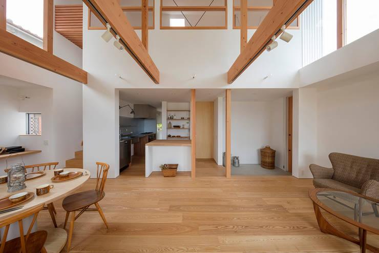 西松ヶ丘の家 House in Nishimatstugaoka: arbolが手掛けたリビングです。