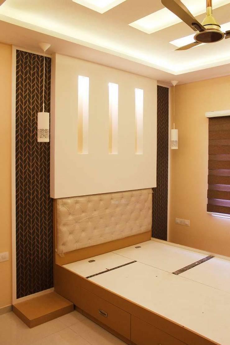 guest bedroom:  Bedroom by KUMAR INTERIOR THANE,Modern