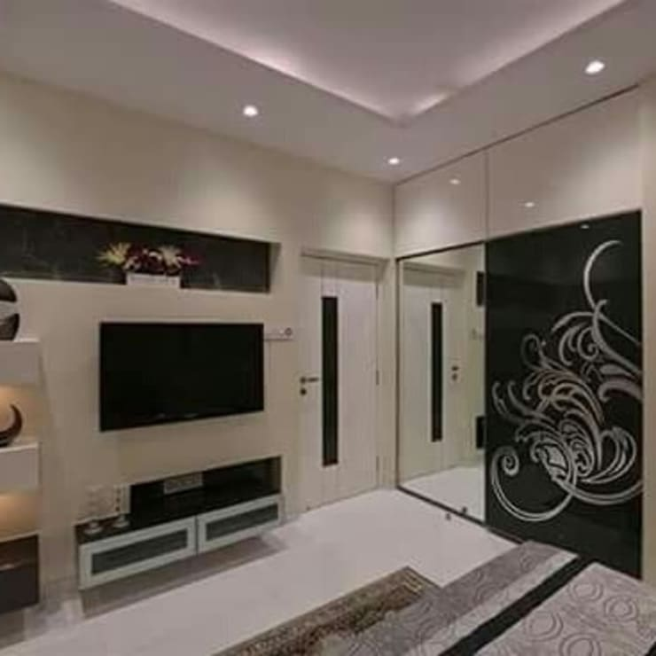 bedroom 2: modern Bedroom by KUMAR INTERIOR THANE