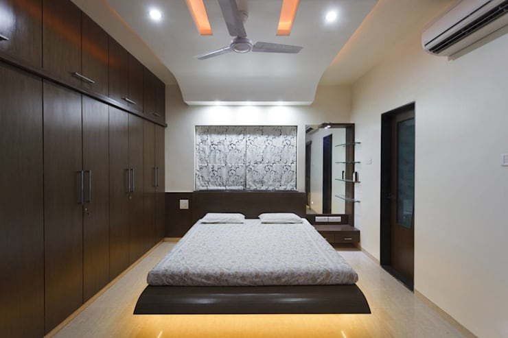 guest room:  Bedroom by KUMAR INTERIOR THANE