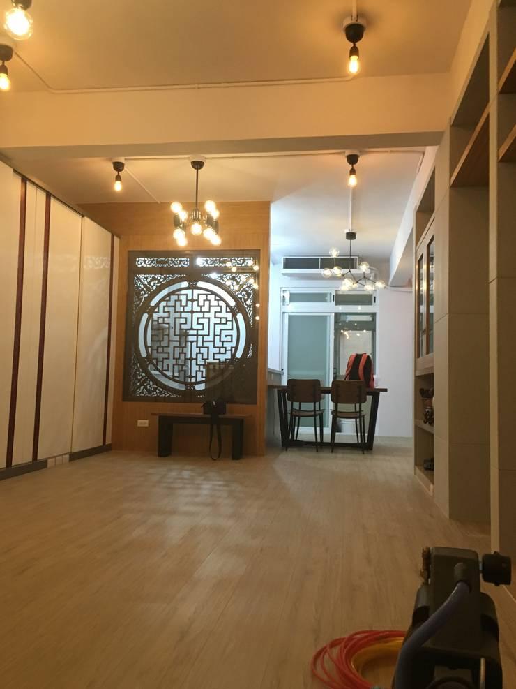 新店:  走廊 & 玄關 by Joy Full Interior Designer 佐輔室內裝修