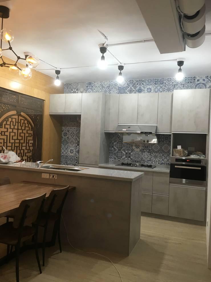 新店:  廚房 by Joy Full Interior Designer 佐輔室內裝修