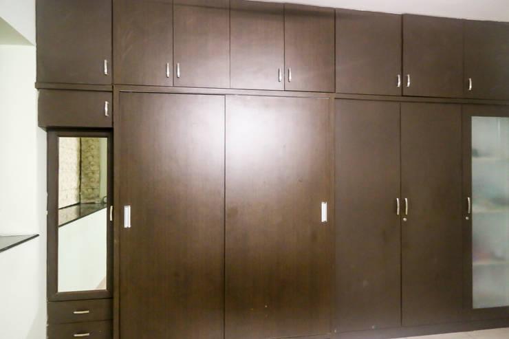 Mr. Kishan InduFortuneCity: modern Dressing room by Ghar Ek Sapna Interiors