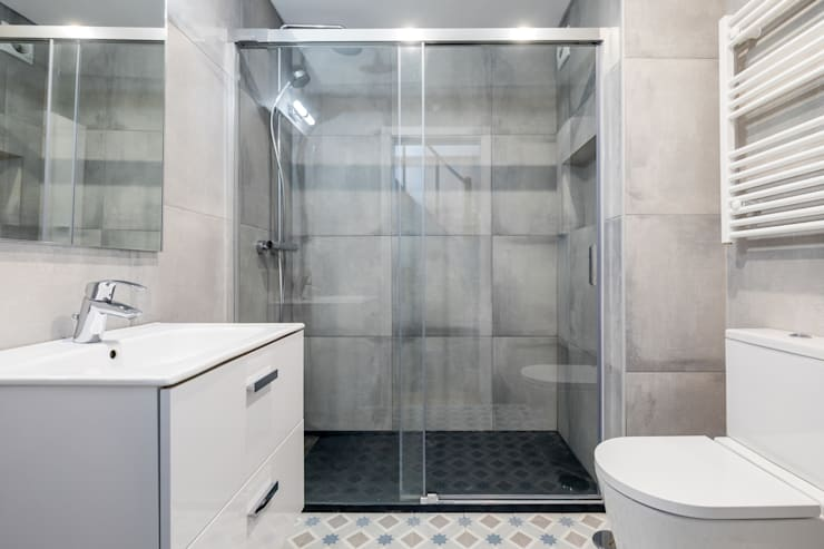 Modern bathroom by Sizz Design Modern