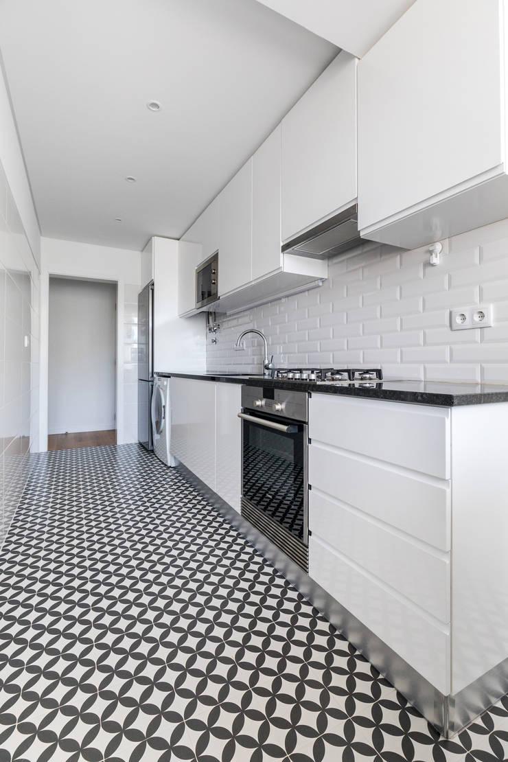 Modern kitchen by Sizz Design Modern