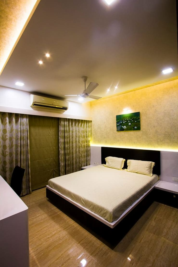 DR.VENKATESH AND DR.MADHUSHREE:  Bedroom by PSQUAREDESIGNS