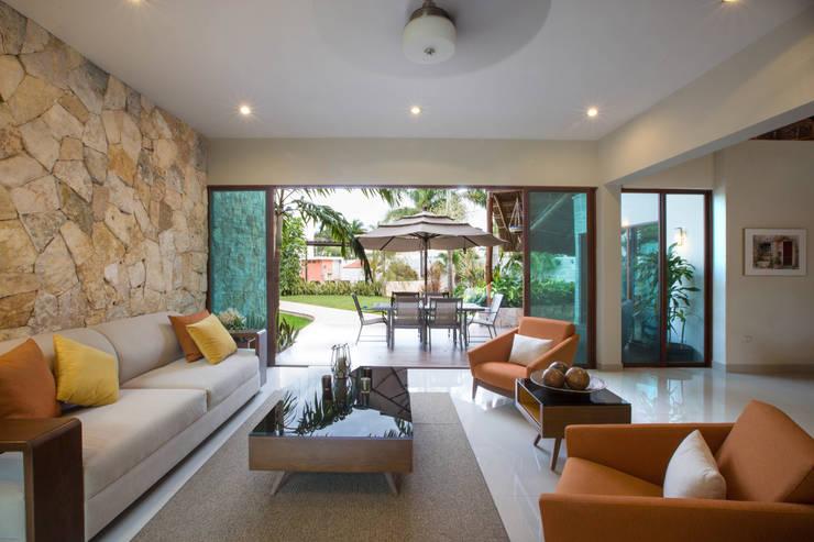 Sala: Salas de estilo  por Heftye Arquitectura