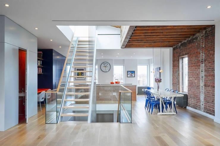 Red Hook Townhouse:  Corridor & hallway by Sarah Jefferys Design