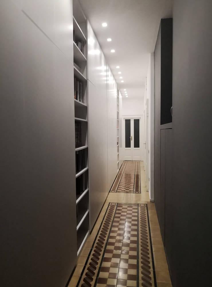 Koridor dan lorong oleh gk architetti  (Carlo Andrea Gorelli+Keiko Kondo), Minimalis