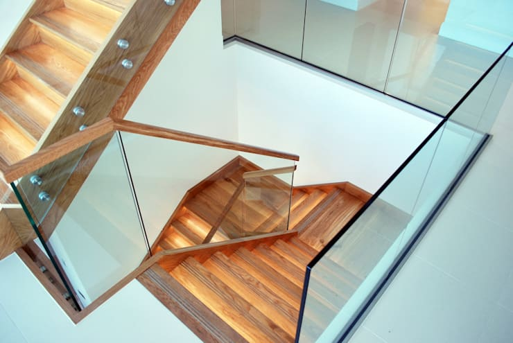 Escaleras de estilo  por David James Architects & Partners Ltd
