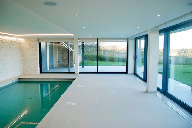 Piscinas de estilo  por David James Architects & Partners Ltd,