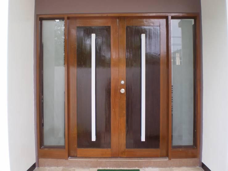 Main Door of Reconstructed HC-Residence:  Wooden doors by KDA Design + Architecture
