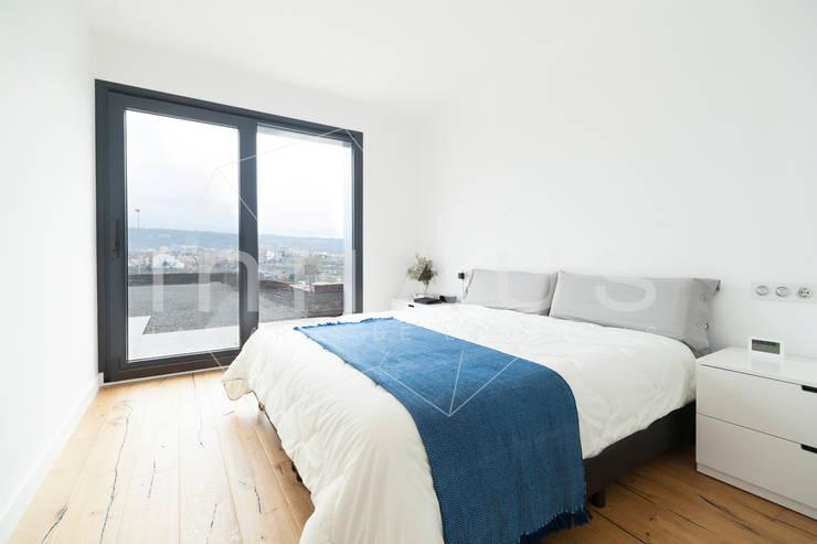 Schlafzimmer von Casas inHAUS, Modern
