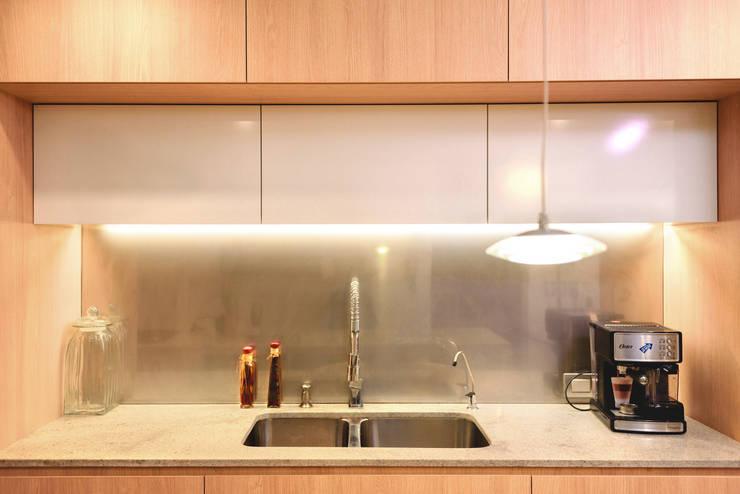 FAMILY KITCHEN: Cocinas equipadas de estilo  por Chetecortés ,