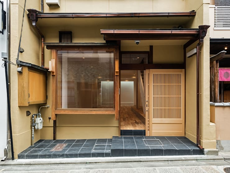 A Renovation Project in Kyoto:  Commercial Spaces by Yamada Architecture