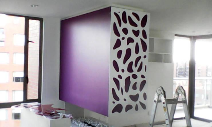 piel para chimenea 1: Salas de estilo  por Omar Interior Designer  Empresa de  Diseño Interior, remodelacion, Cocinas integrales, Decoración