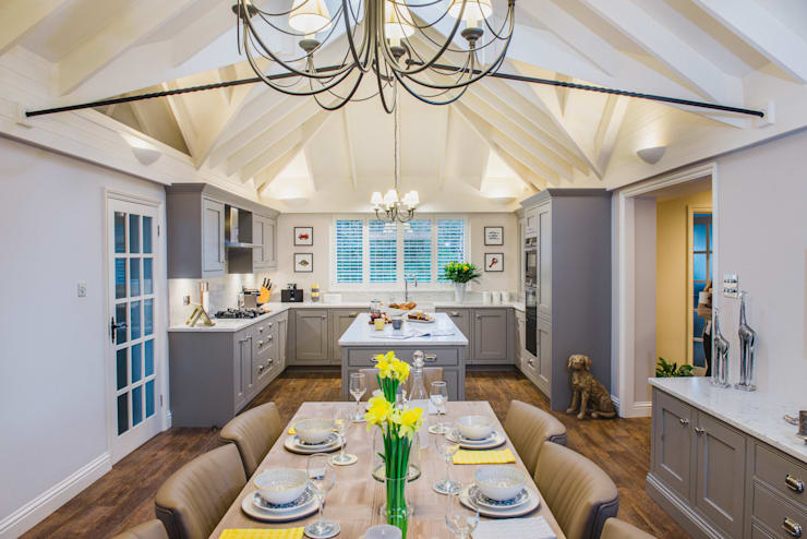 Mr & Mrs T, Oxshott:  Built-in kitchens by Raycross Interiors