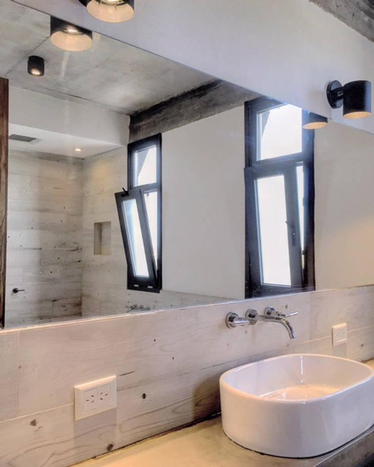 Casas de banho  por FAARQ - Facundo Arana Arquitecto & asoc.,