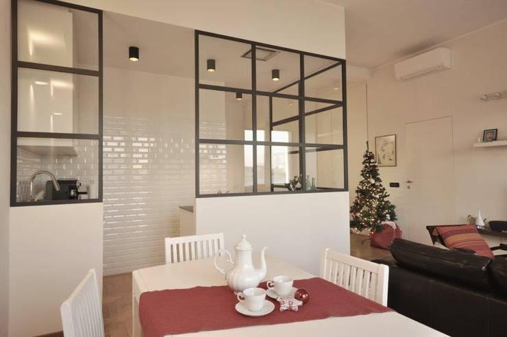 cucina industriale: Cucina attrezzata in stile  di Arch. Silvana Citterio