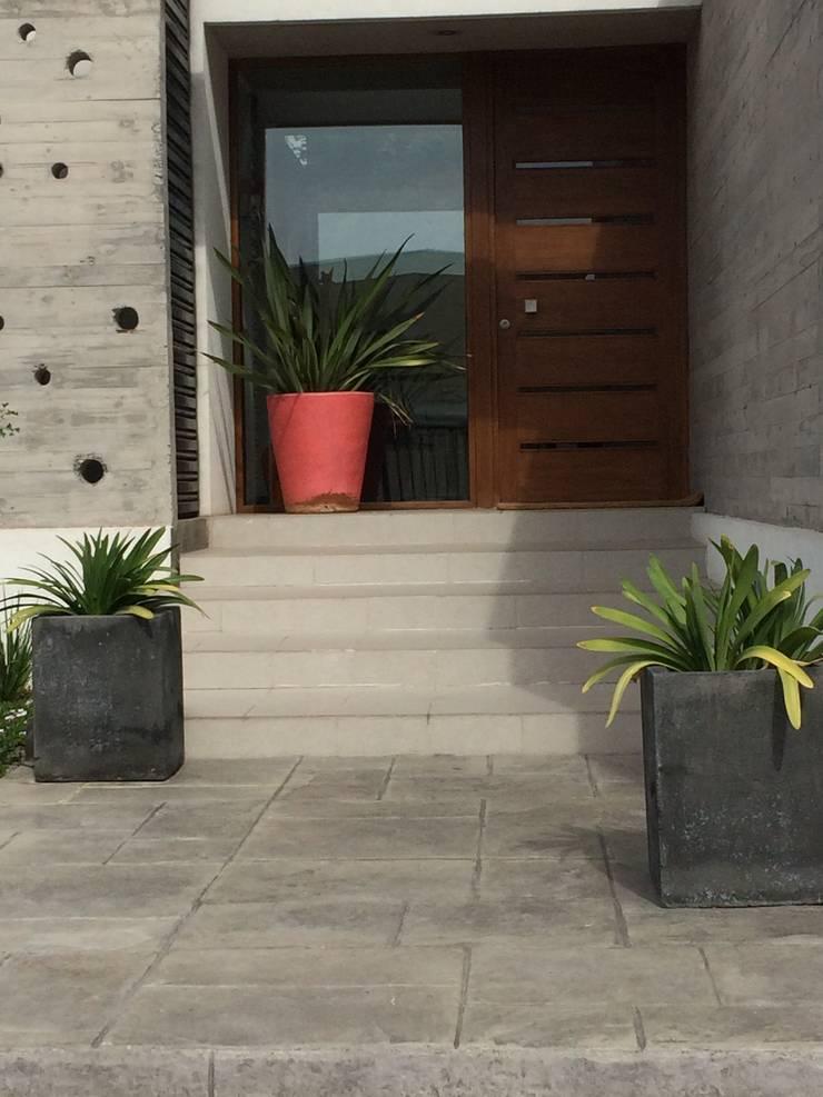 Proyecto de Paisajismo Familia Bravo Oyarzo: Jardines de estilo  por Aliwen Paisajismo