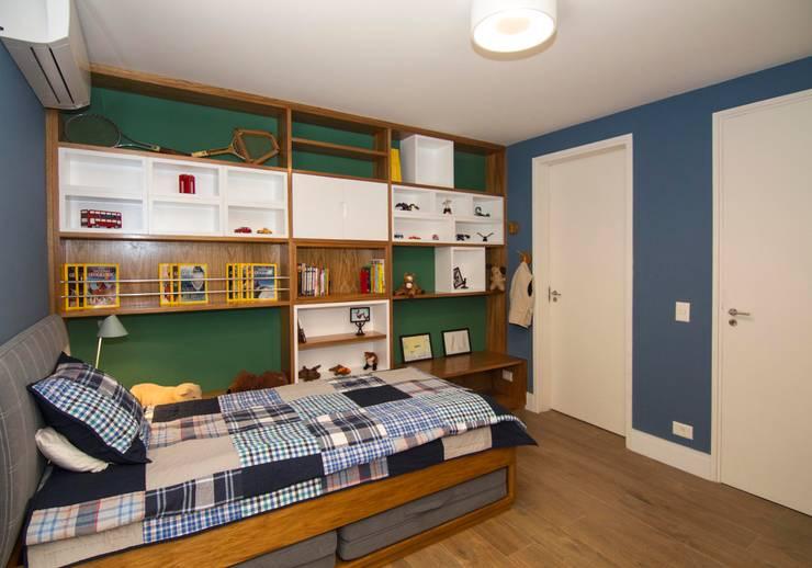 Dormitório Menino: Quarto infantil  por Cristiana Casellato Arquitetura e Interiores