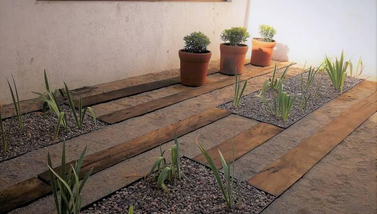Jardín Familia Huidobro: Jardines de estilo  por Aliwen Paisajismo