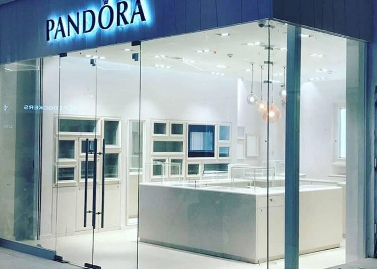 Tienda Pandora // Mall Plaza Antofagasta // Foto 04:  de estilo  por ARQ+3