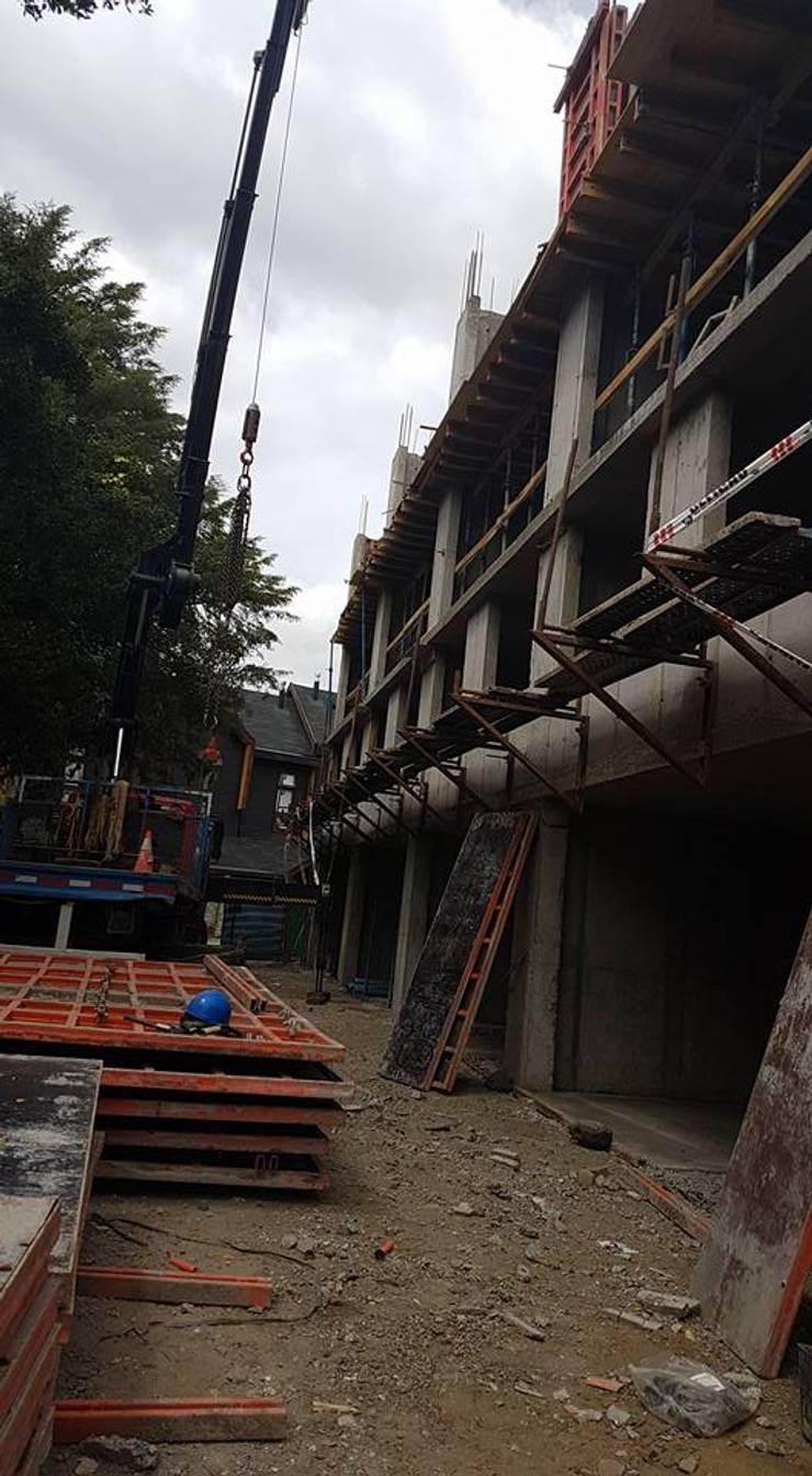 TOWNHOUSE LA RIBERA VILLARRICA:  de estilo  por AEG Arquitectura, Asesoría y Construcción.
