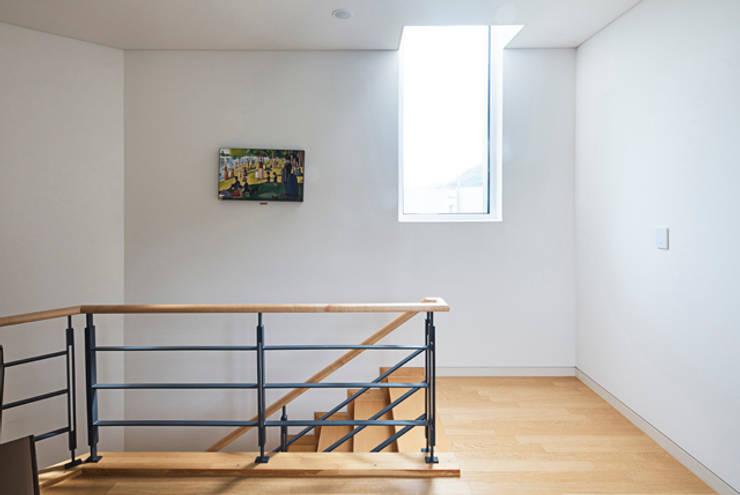 목동 단독주택: 제이디에이건축사사무소의  계단,