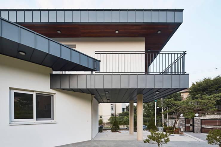 목동 단독주택: 제이디에이건축사사무소의  주택,