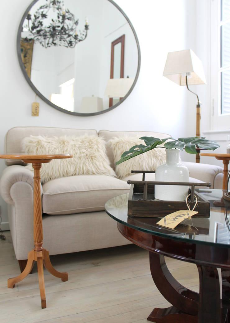 Nuestro Living en la tienda:  de estilo  por K&M CASA,Clásico Lino Rosa