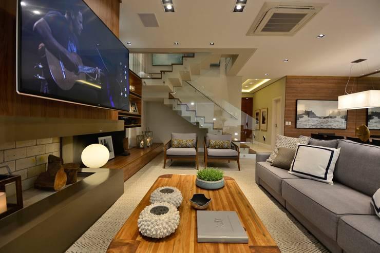 Modern Living Room by Stúdio Márcio Verza Modern Wood Wood effect