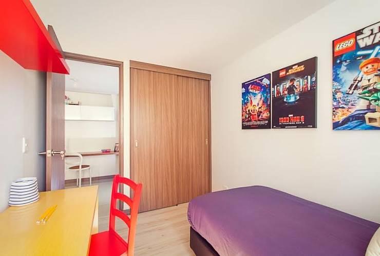 Habitación inspirada en LEGO: Dormitorios de estilo  por Maria Mentira Studio