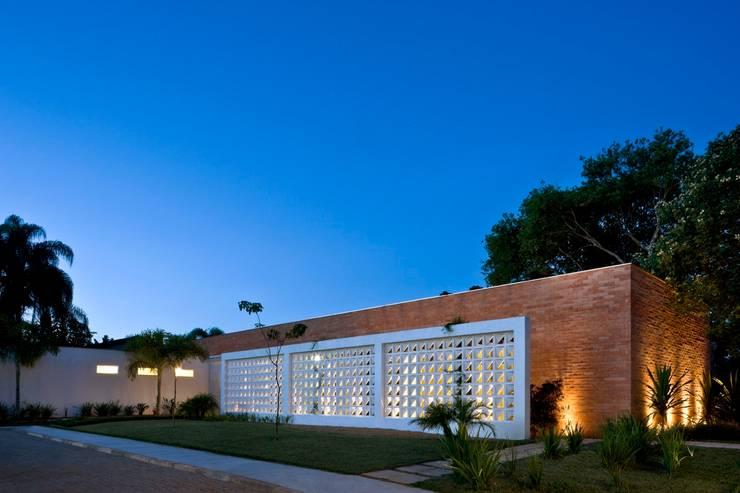 Residência mrl:   por CBR Arquitetura Ltda.